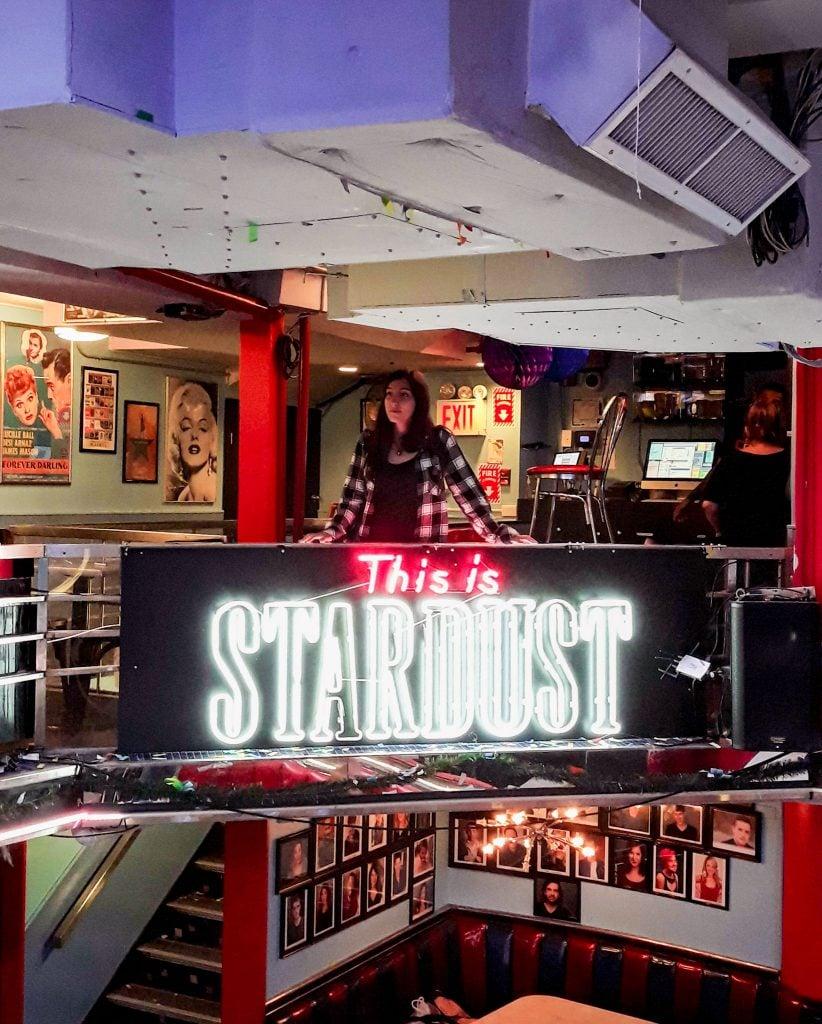 Ellen's Stardust diner a última hora de la noche.