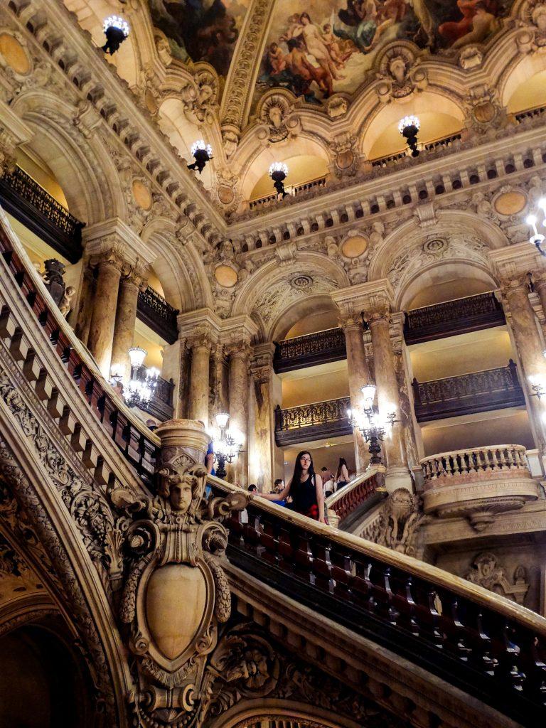 Interior de la Ópera Garnier Viajar a París antes de los 26