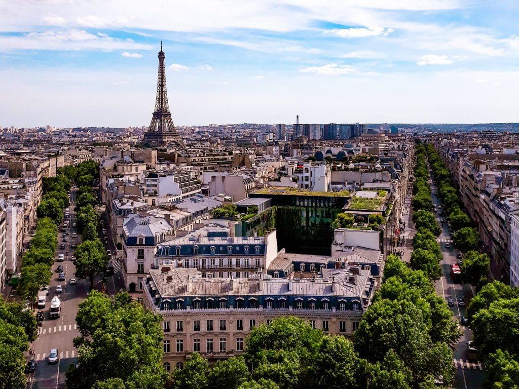 Vistas a la Torre Eiffel desde el Arco del Triunfo