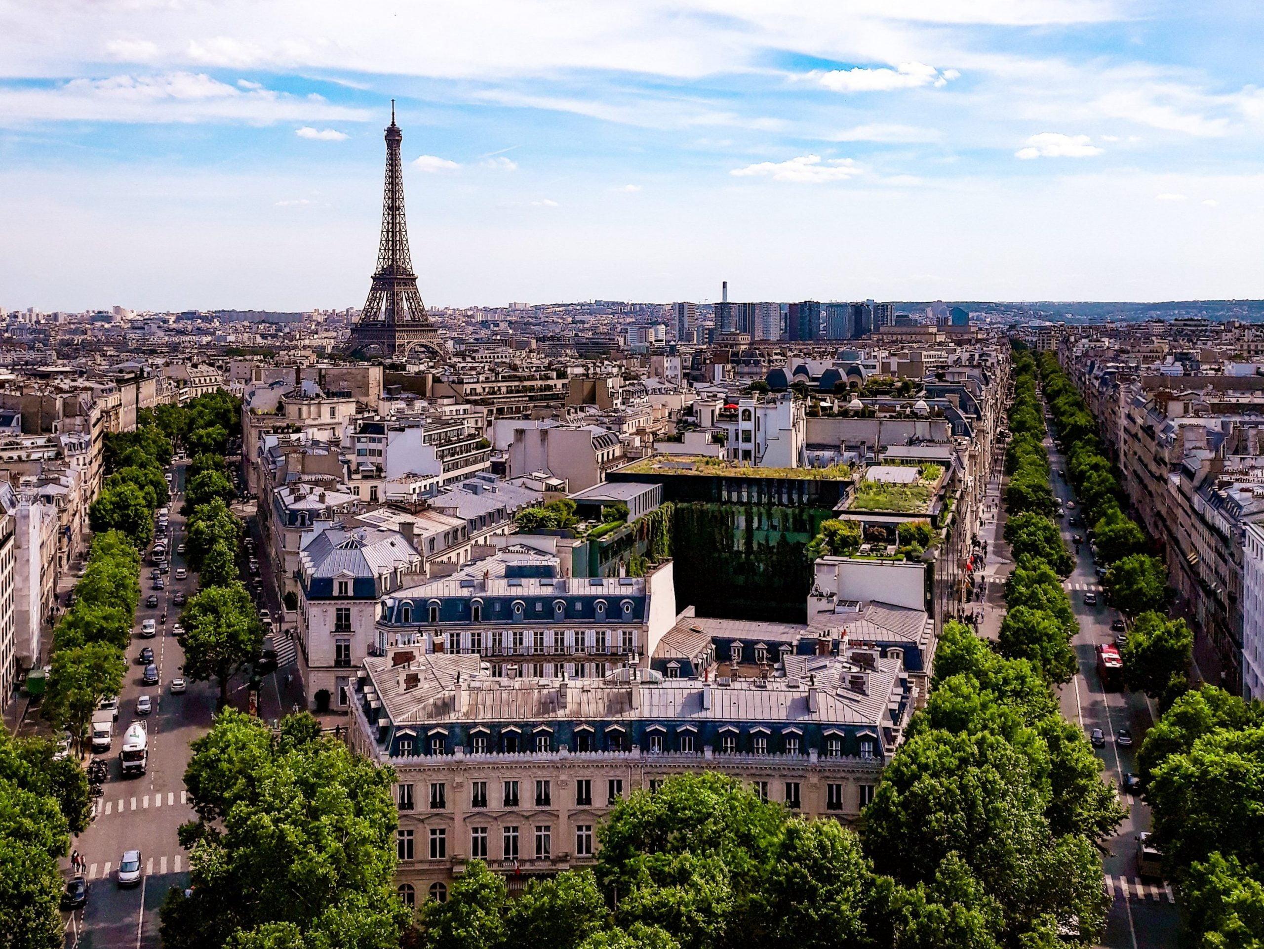 Vistas de la Torre Eiffel desde el Arco del Triunfo