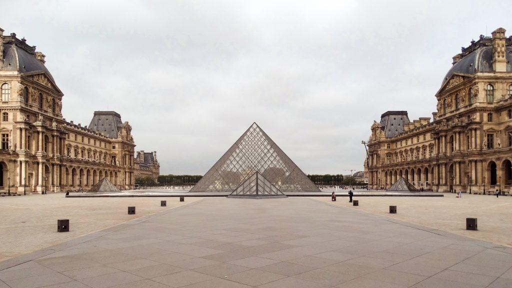 Pirámide del Louvre París Lupin localizaciones