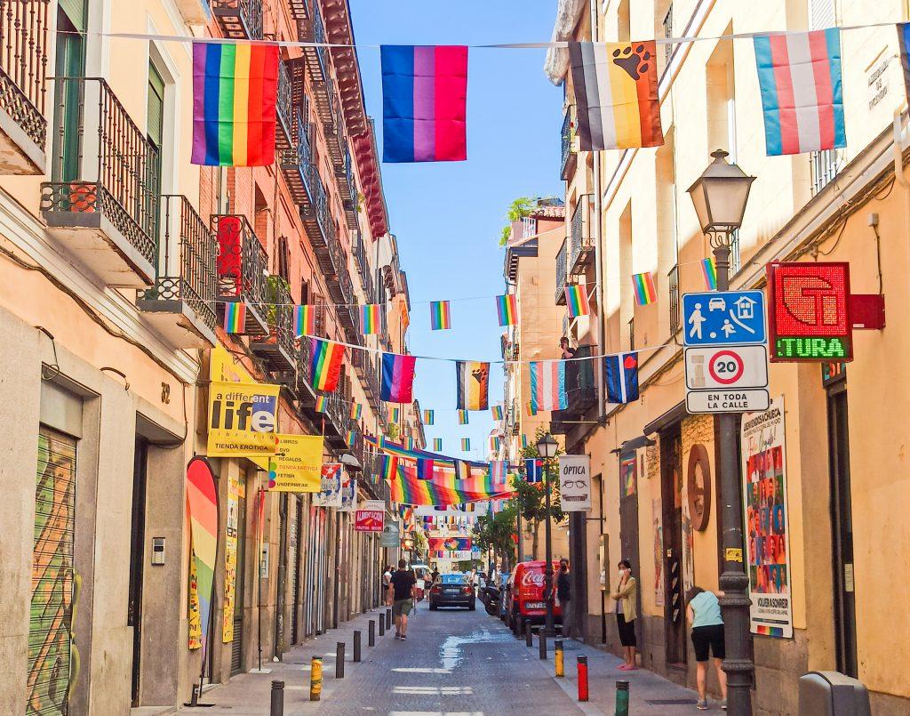 Banderas Orgullo LGBT+ madrid 2021