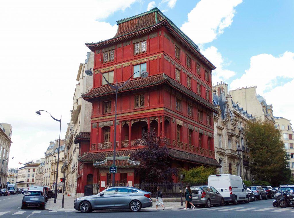 Pagoda de París, de color rojo vibrante. Distrito VIII