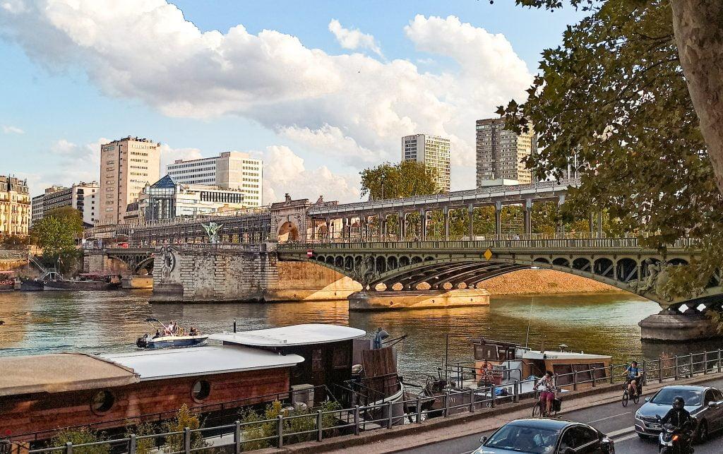 Puente Bir-Hakeim visto desde un lateral, París Distrito XVI